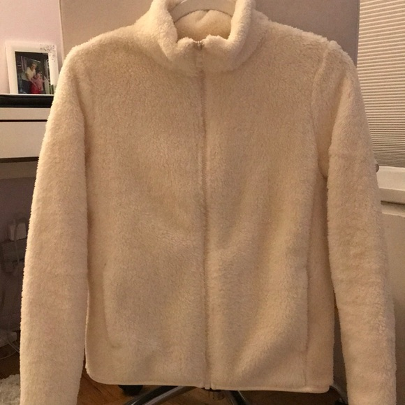 1daefa5000f Uniqlo Fluffy Yarn Fleece Full-Zip Jacket (S). M 5a4becc68290af14a0099c9b